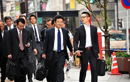Một vài nét văn hóa về giờ giấc và chào hỏi trong môi trường việc làm tiếng Nhật